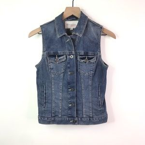 Two by Vince Camuto denim vest
